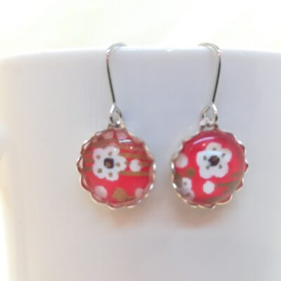 Round Glass Earrings _ White Flower In Red